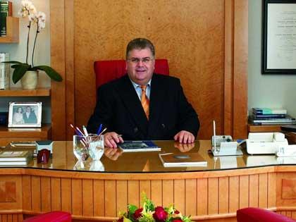 Βιογραφικό Σημείωμα του Dr. med. B. Παυλιδέλη και φωτογραφίες από το προσωπικό του αρχείο