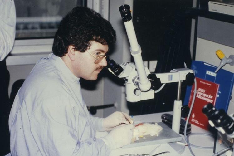 O Dr. med. B. Παυλιδέλης σε σεμινάριο μικροαγγειακής χειρουργικής στην Πανεπιστημιακή Κλινική ΩΡΛ και Πλαστικής Χειρουργικής Προσώπου, στο Μόναχο Δυτ. Γερμανίας.