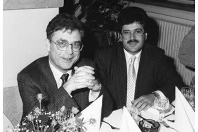 Ο Dr. med. Β. Παυλιδέλης με τον δάσκαλό του Dr. med. Karl-Felix Jacobs, χειρουργό ΩΡΛ και Πλαστικό Χειρουργό Προσώπου, σε συνέδριο στο Ηοmburg Δυτ. Γερμανίας.