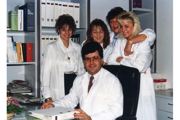 O Dr. med. B. Παυλιδέλης με συνεργάτες του, στο Duisburg Δυτ. Γερμανίας.