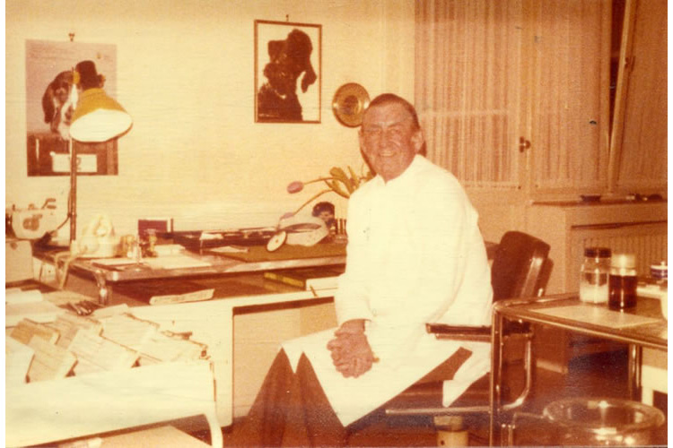 Ο προκάτοχος του ιατρείου στο Duisburg, Δυτ. Γερμανίας, Dr. med. Albert Twiekler.
